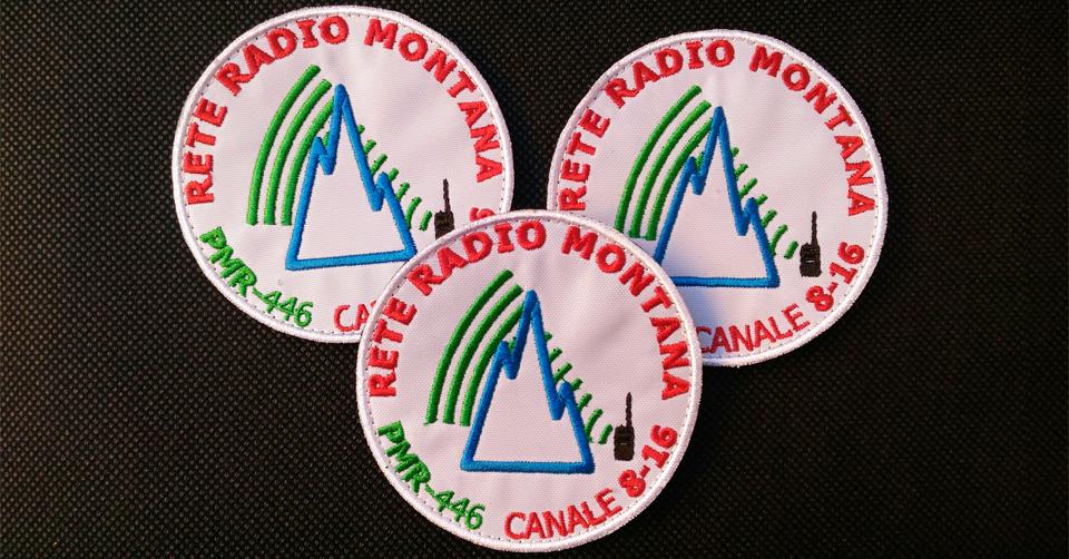 Patch ufficiale Rete Radio Montana – base bianca – 3 pezzi